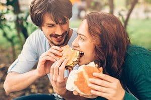 Môže vaša strava spôsobiť akné?