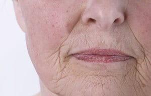 Gương mặt người phụ nữ lớn tuổi