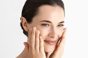 Koristite Eucerin gel za čišćenje ili mlijeko za čišćenje