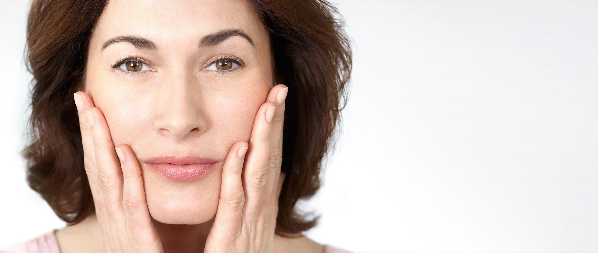 Schlaffe Haut und Volumenverlust im Alter