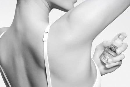 Woman using Eucerin 72 h Anti-Transpirant Intensive Pump-Spray