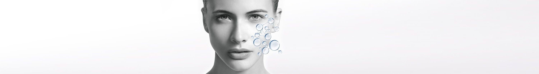 Gesicht der Frau mit Illustration des hauteigenen Feuchtigkeitssystems.