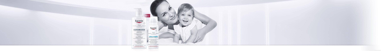 Frau mit Kind im Arm