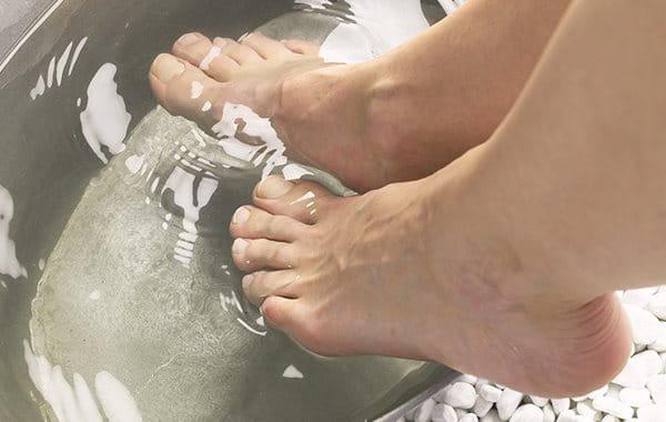 Fußbad bei Hornhaut an den Füßen