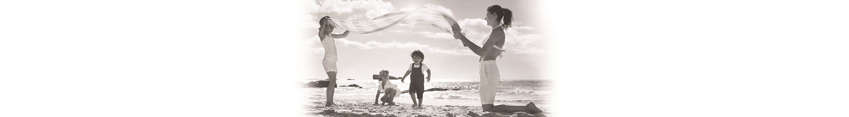 Crianças a brincarem na areia